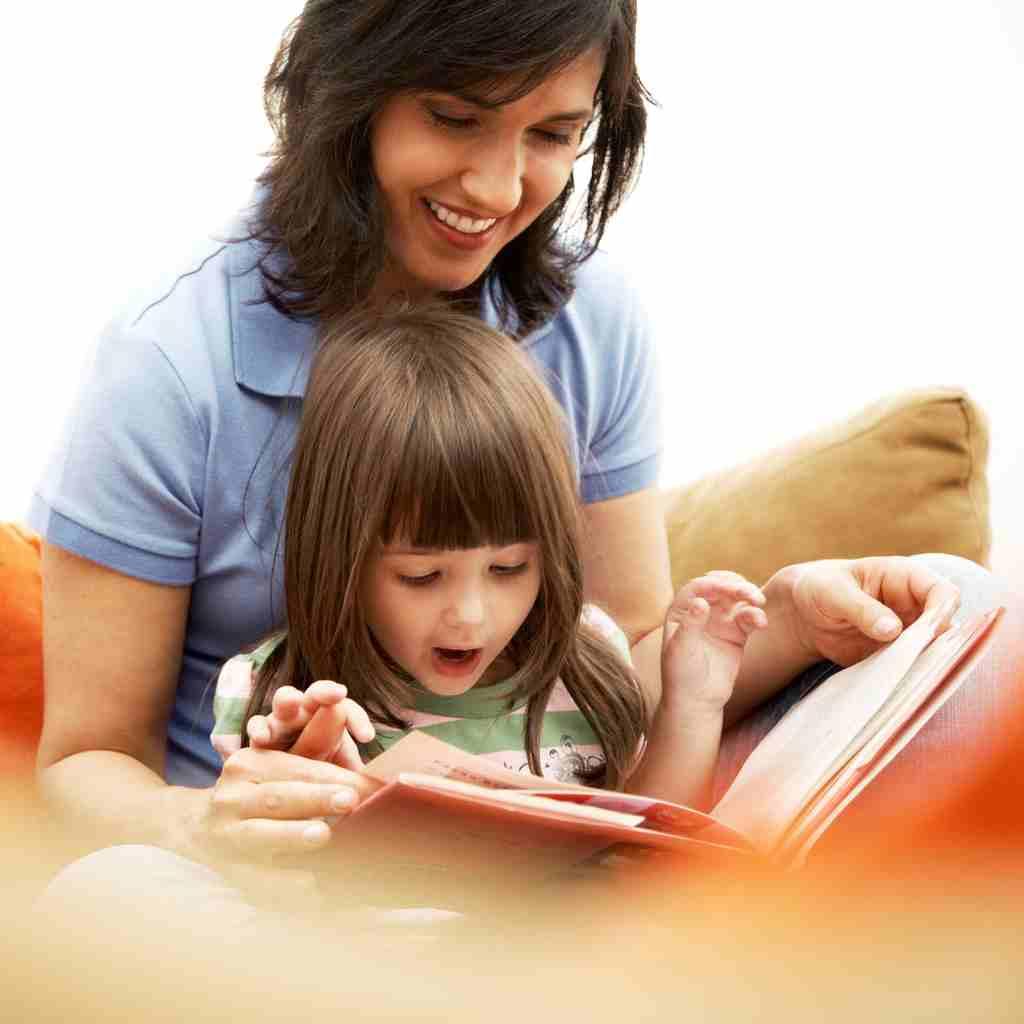 olvasás bébiszitterrel