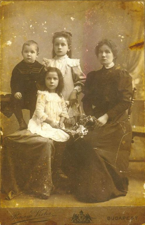 Pőcze Borbála1 gyerekekkel