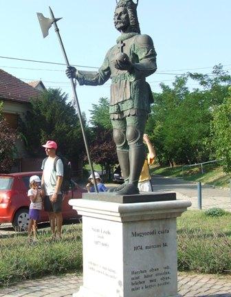 Laszlo szobor
