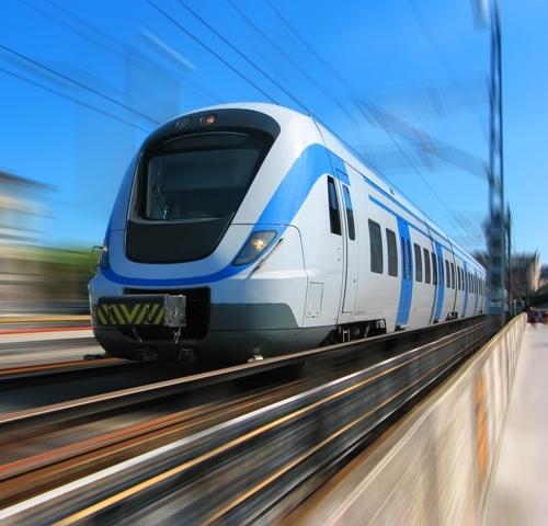 vonat szaguld